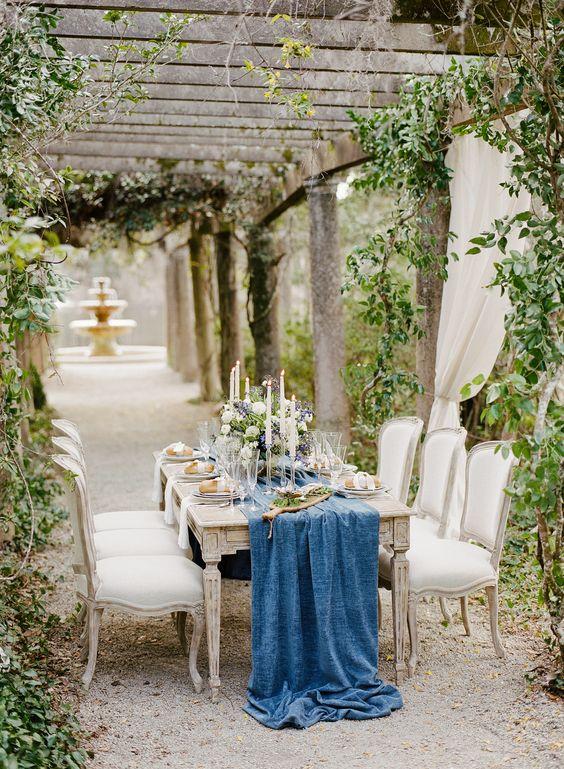 21-blue-velvet-table-runner-for-a-refined-wedding-table-setting.jpg