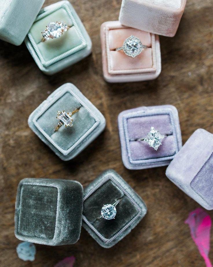 30a6ccf139a74cbeffe6b2a2cef365d2--ring-shots-wedding-ring-box.jpg
