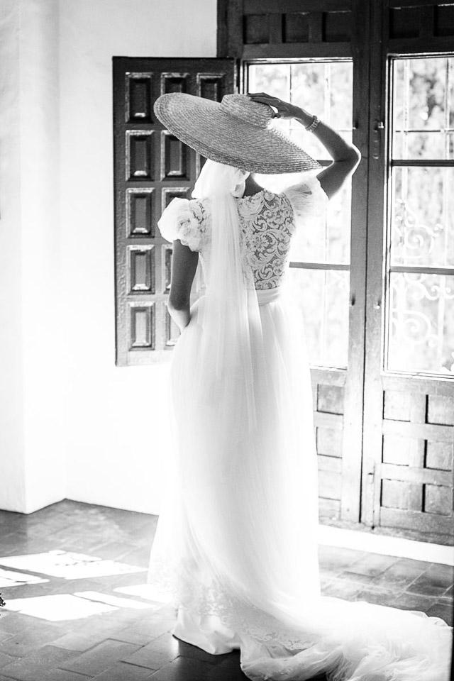 pamela-novia-boda-sombrero-complemento-blog-a-todo-confetti (9).JPG