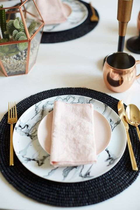 marble-plates-and-chargers-look-amazing-with-metallic-details.jpg