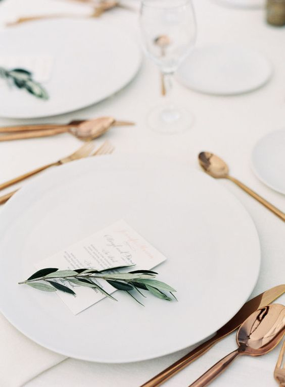 27-modern-table-setting-with-copper-tableware-is-a-stylish-solution.jpg