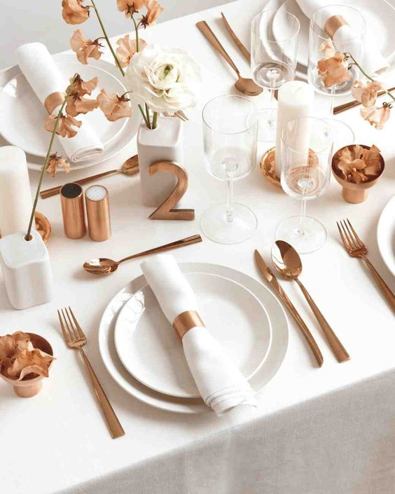 29-simple-modern-tablescape-with-copper-details-is-a-great-and-edgy-idea.jpg