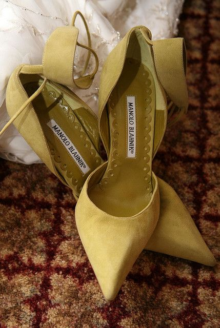 16-suede-wide-ankle-strap-heels-by-Manolo-Blahnik-will-be-a-great-choice-for-a-fall-bride.jpg