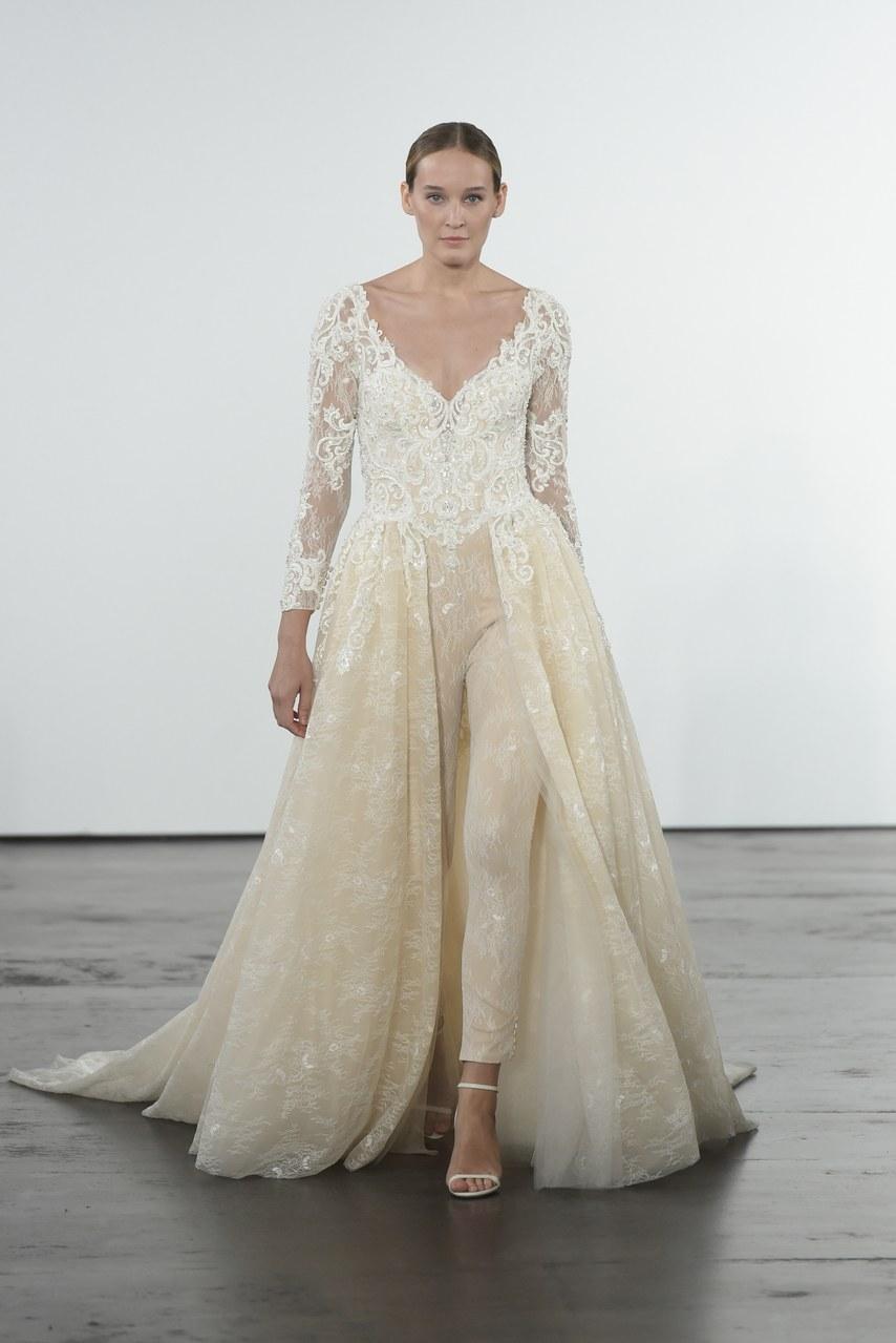 dennis-basso-for-kleinfeld-wedding-dresses-fall-2018-015.jpg