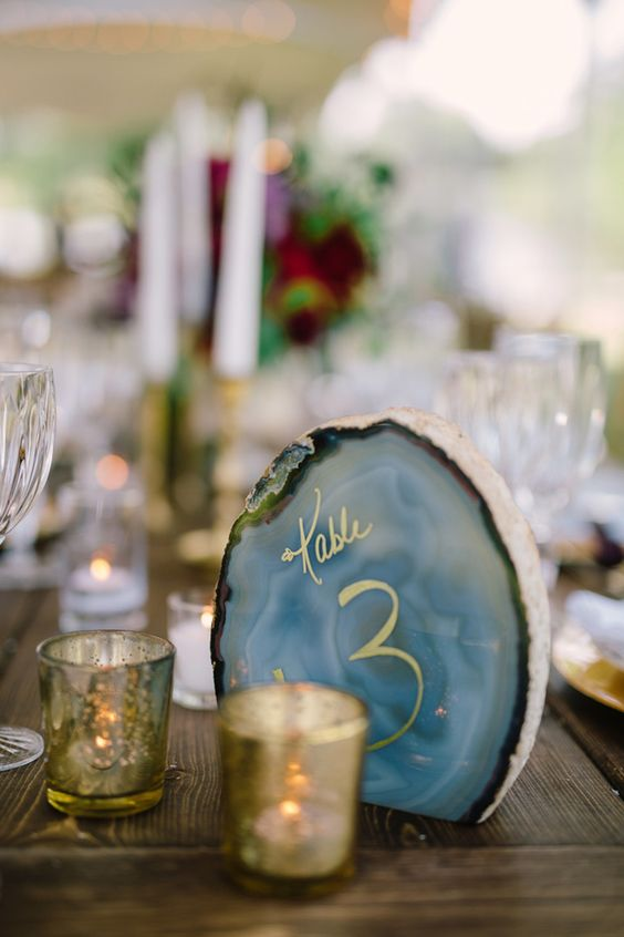 04-agate-slice-table-numbers-look-chic-and-refined.jpg