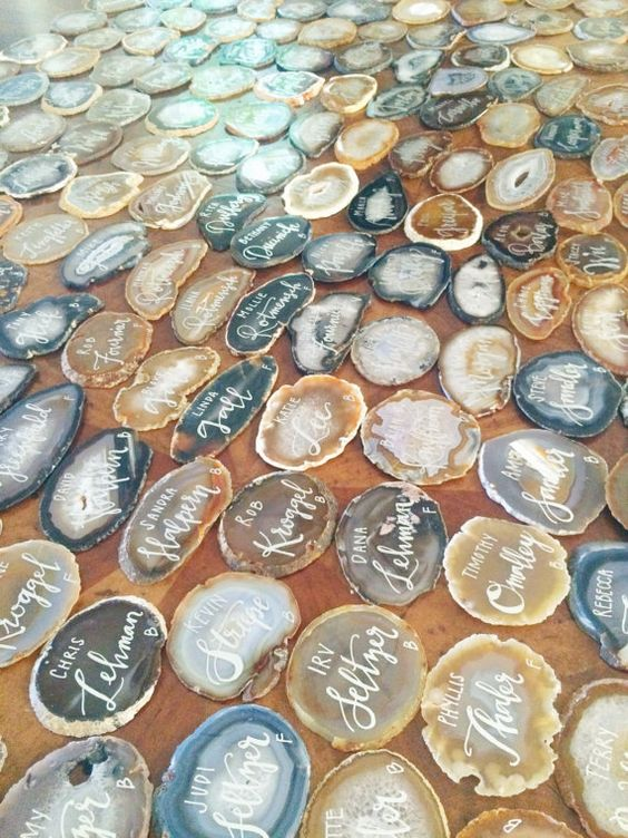 03-agate-slice-place-cards-look-very-eye-catchy.jpg
