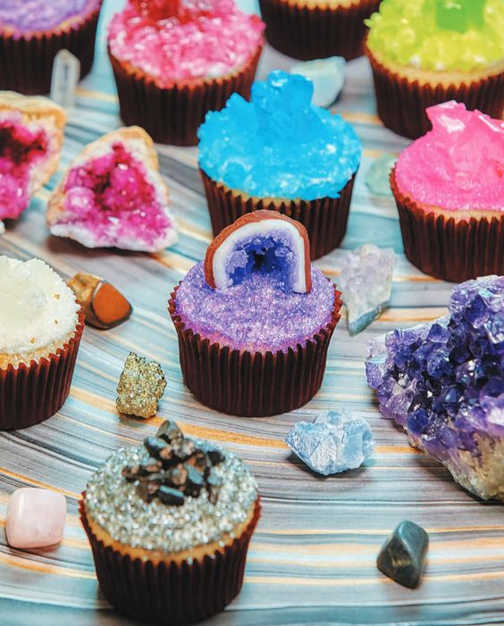 19-crystal-and-geode-wedding-cupcakes-in-bold-shades.jpg