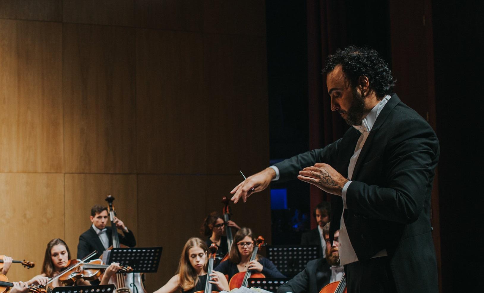 """""""o maestro Luis é uma pessoa que, desde o início, não podemos evitar! Pedagogica e musicalmente extremamente bom. Eleva-nos a um nível muito mais alto."""" -"""