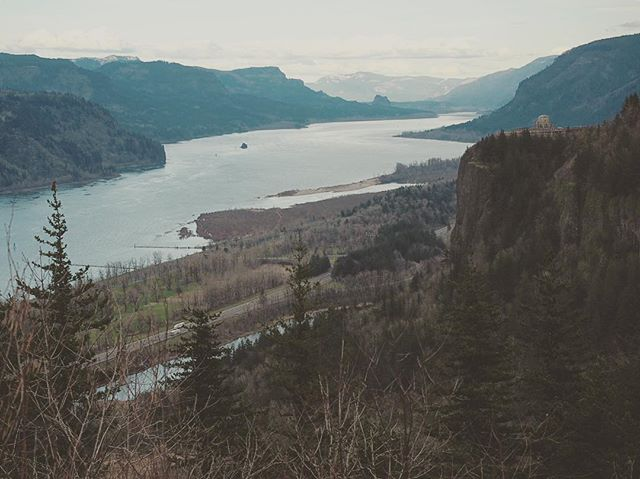 Haven't posted in a while... how about them views???👌🏽. . . . . #pdx #portland #colombiarivergorge #travelphotography #travelgram #travel #wanderlust #landscape #landscapephotography #instagood #explore #exploretocreate #earth_shotz #wanderfolk #ig_travel #aov #earthshotz #m43