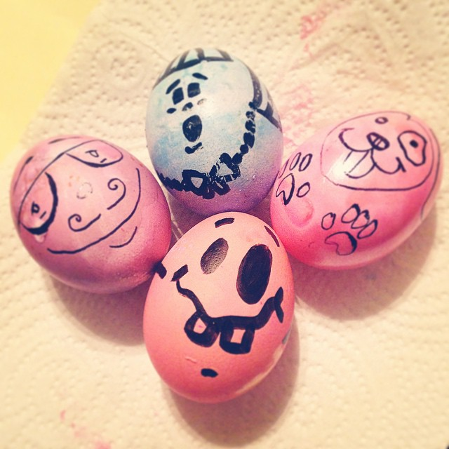 What do you do with limited resources and unlimited imagination? Sharpie egg family, why not! #eggcellent #easter #eggdecorating #art #diy