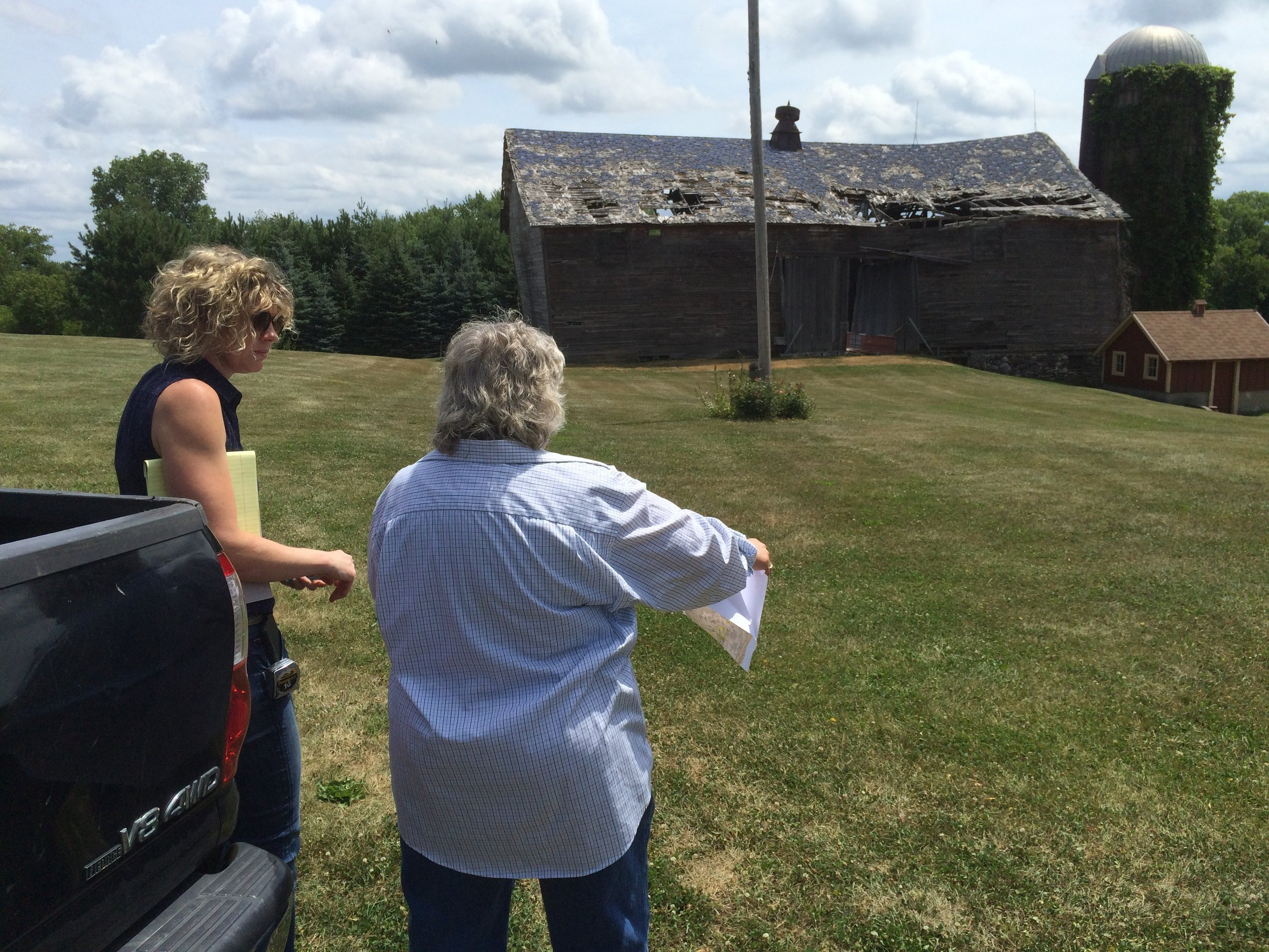Barn talk with Emily and Sue Terrilewithee.