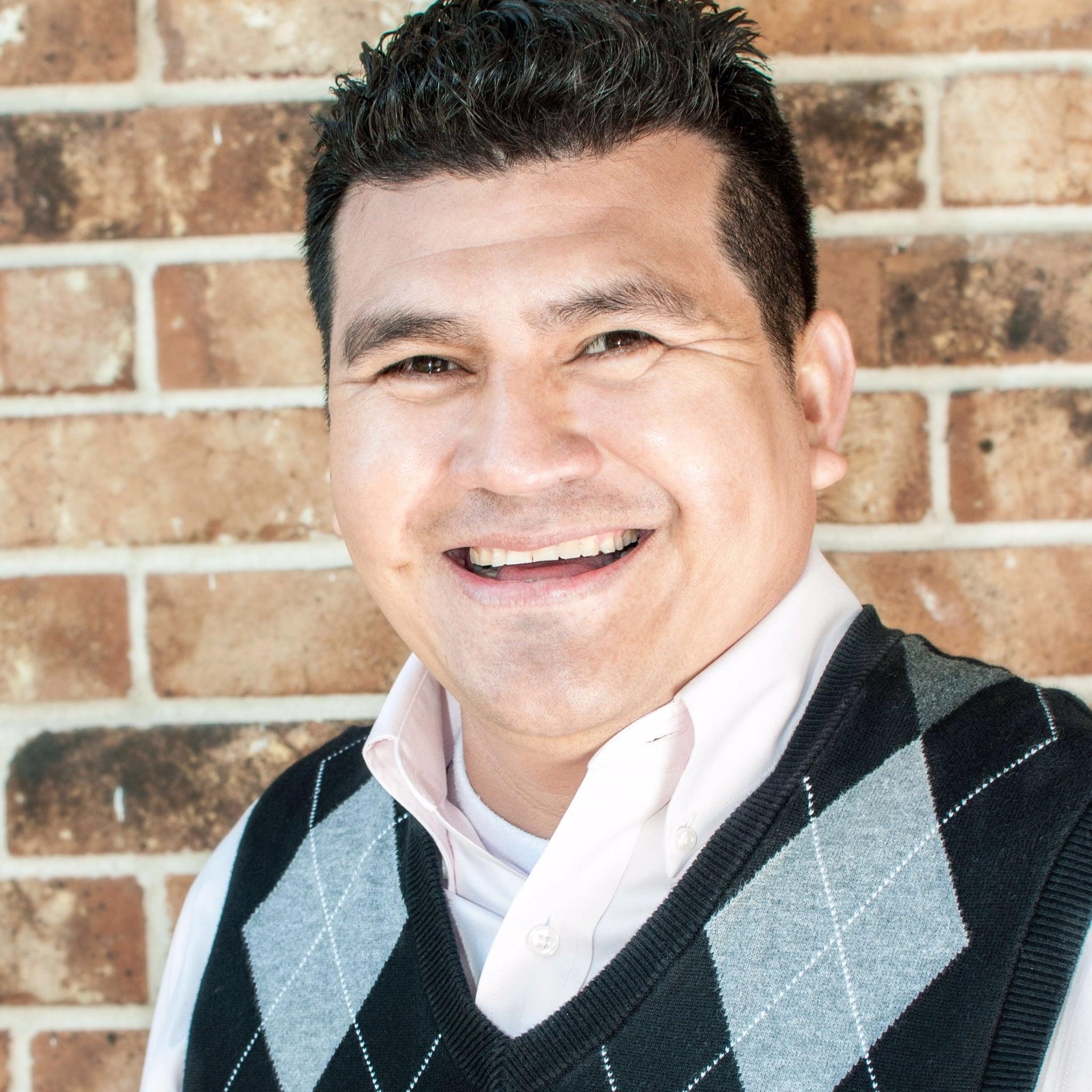 Miguel Ortiz lider de ujieres en la familia de Jesus iglesia evangelica houston tx