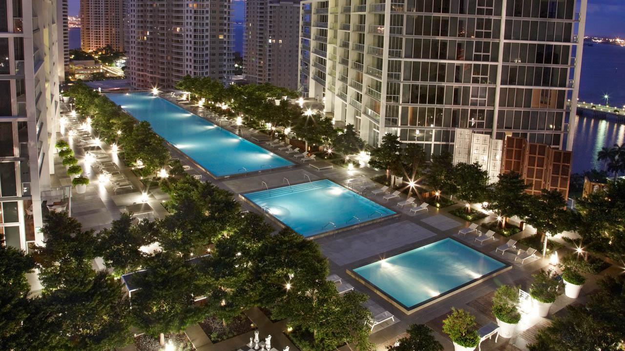 vmi-pool-night-1280x720.jpg