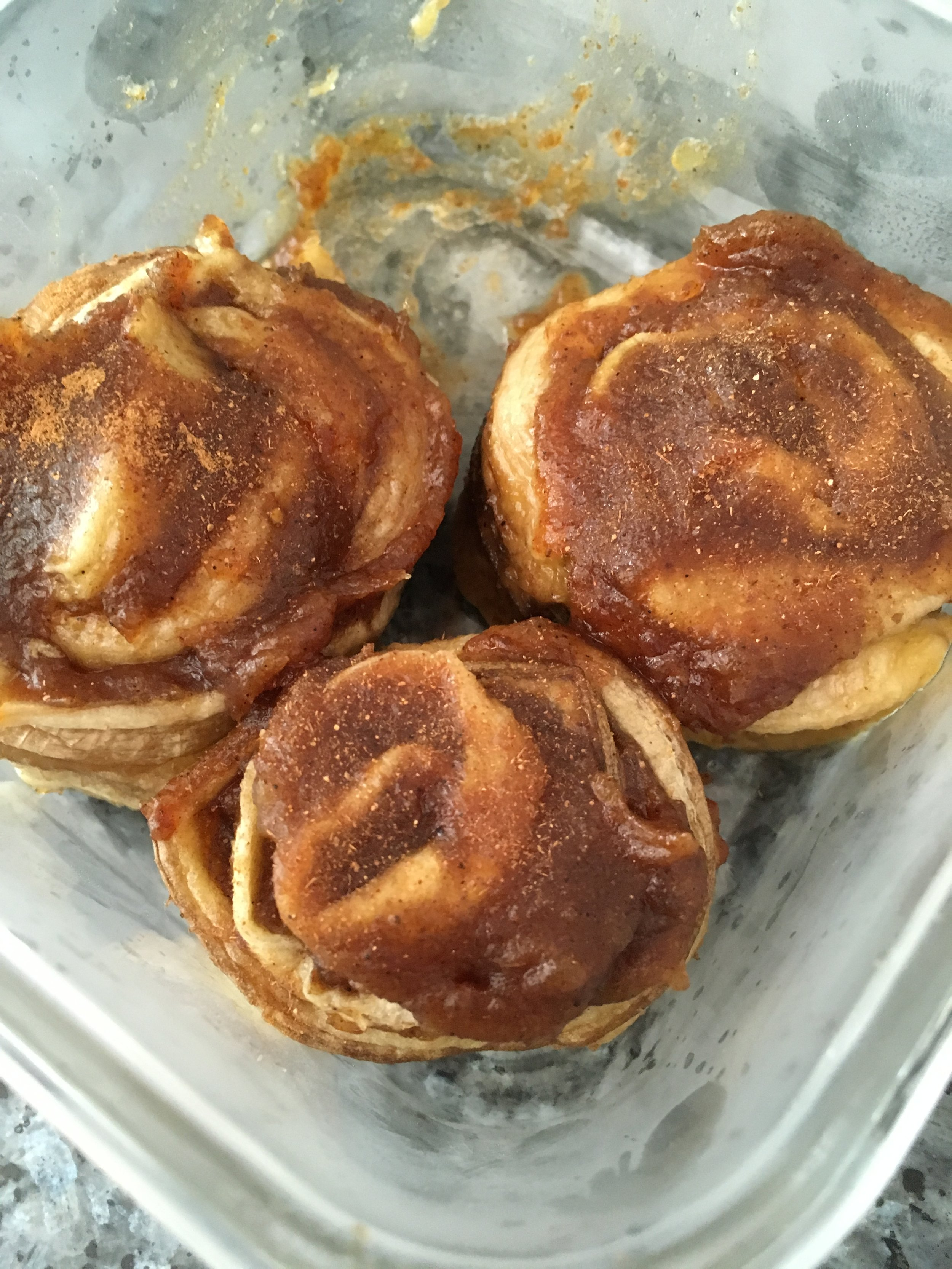 Raw vegan cinnamon rolls