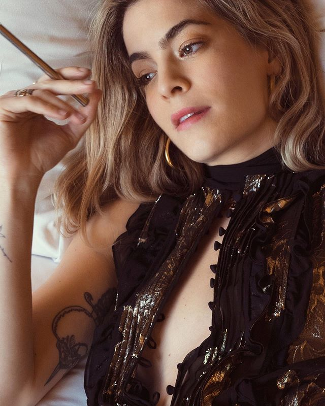 #tbt @chelsealeyland with a CBD Quill (before that was its own thing) for @stonedfoxmedia  shot by @thecalebwing  styling & creative direction @lolalangusta  story on stonedfox.com  #linkinbio  thanks to Chelsea Leyland for sharing her experiences with CBD and epilepsy, and to Lola Langusta for bringing us all together  #cbd #cbdvape #cannabidiol #cannabiscommunity #passthequill #fullspectrum #purefeeling