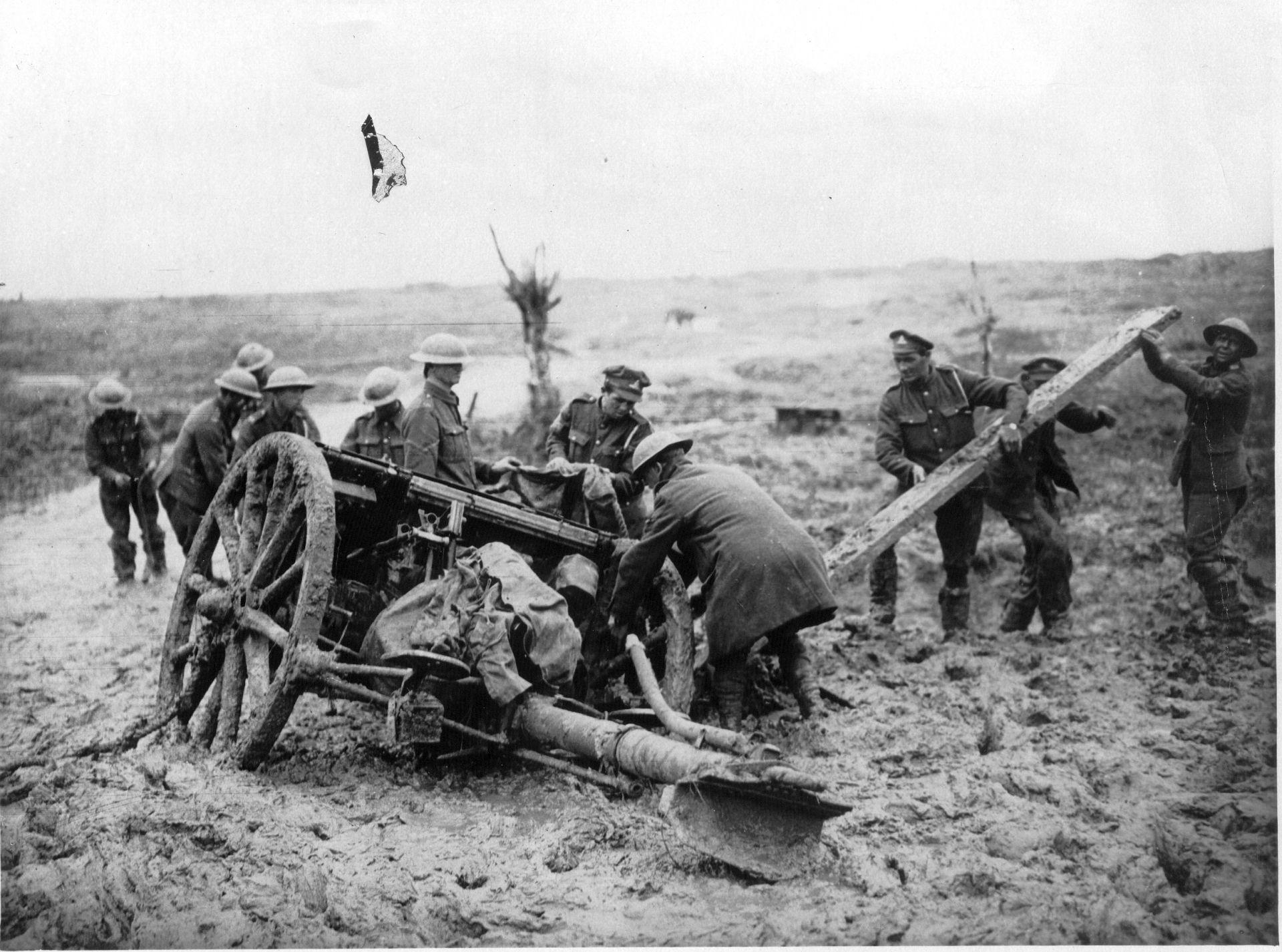 1999-929 Jacking a field gun at Flanders.jpg