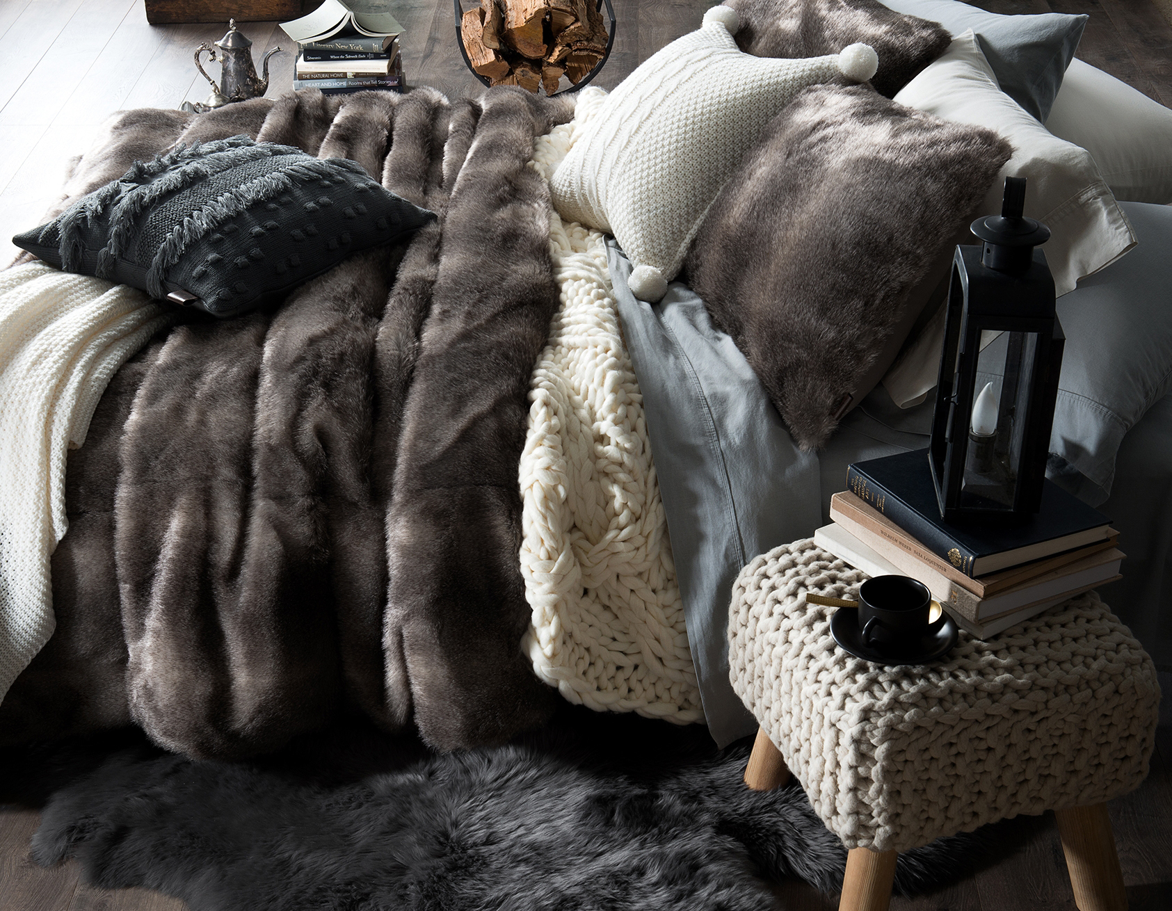 Faux_Fur_Bed_w.jpg