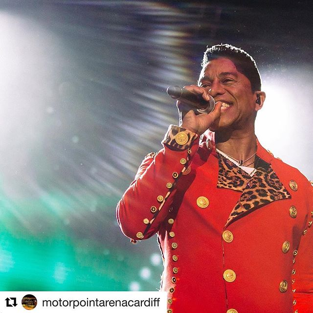 Thank you! 💜  #Repost @motorpointarenacardiff (@get_repost) ・・・ Jermaine Jackson @thejacksons @officialjermainejackson . 25 June 2017. 📸 by @snaprockandpop #jacksons #thejacksons #livemusic #cardiff #legend #aliveinthemoment
