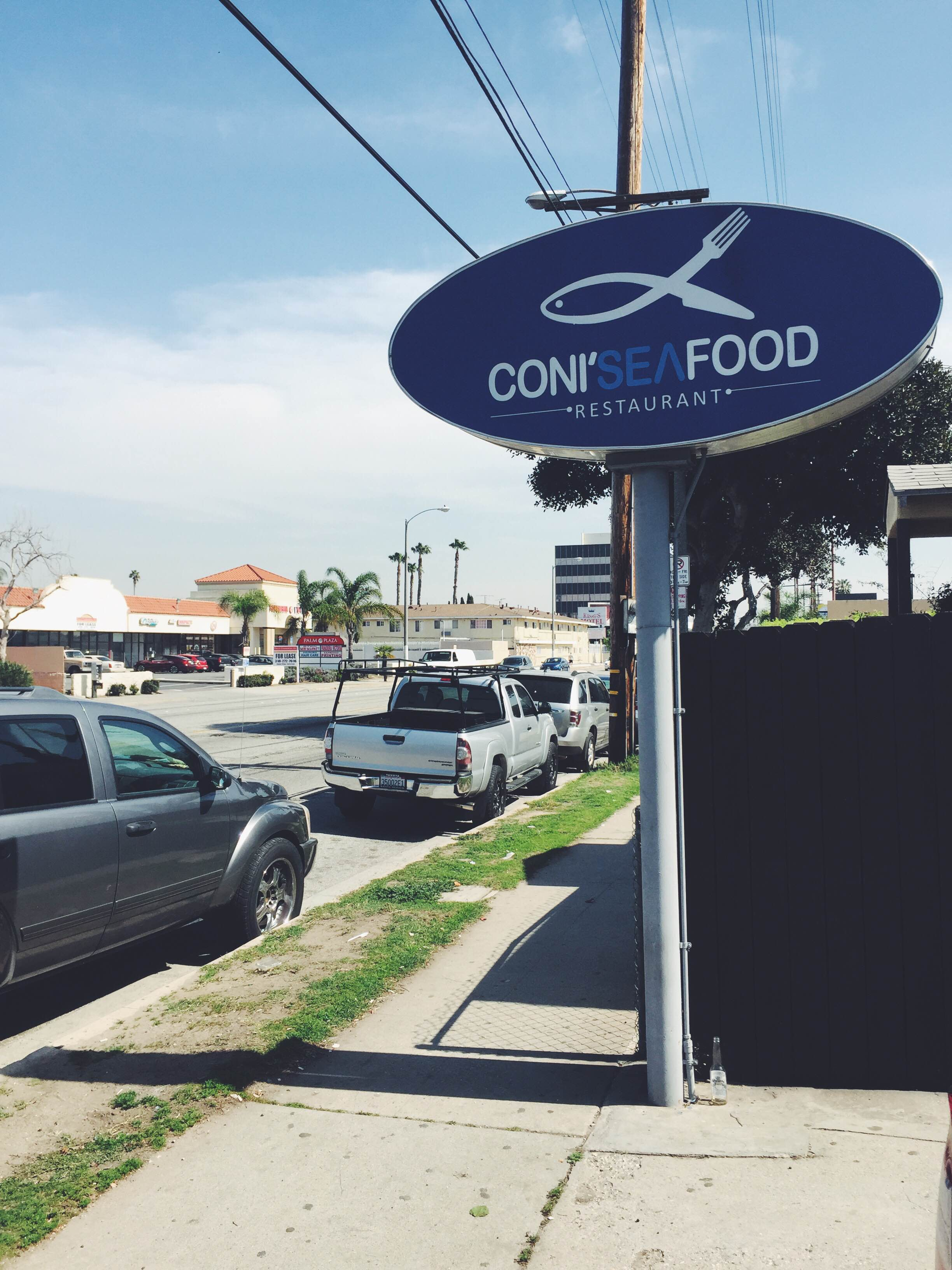 an outside look of inglewood restaurant coni'seafood
