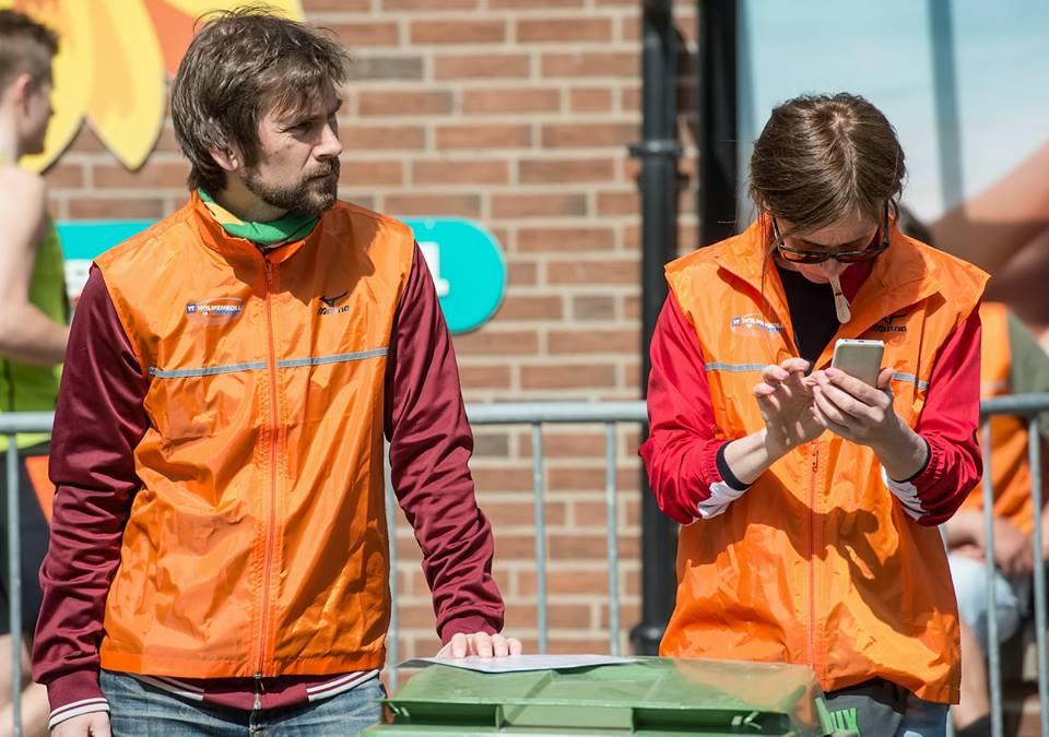 Dugnadsgruppa i full sving i Holmenkollstafetten 2015 — forhåpentligvis mer sånt i 2016