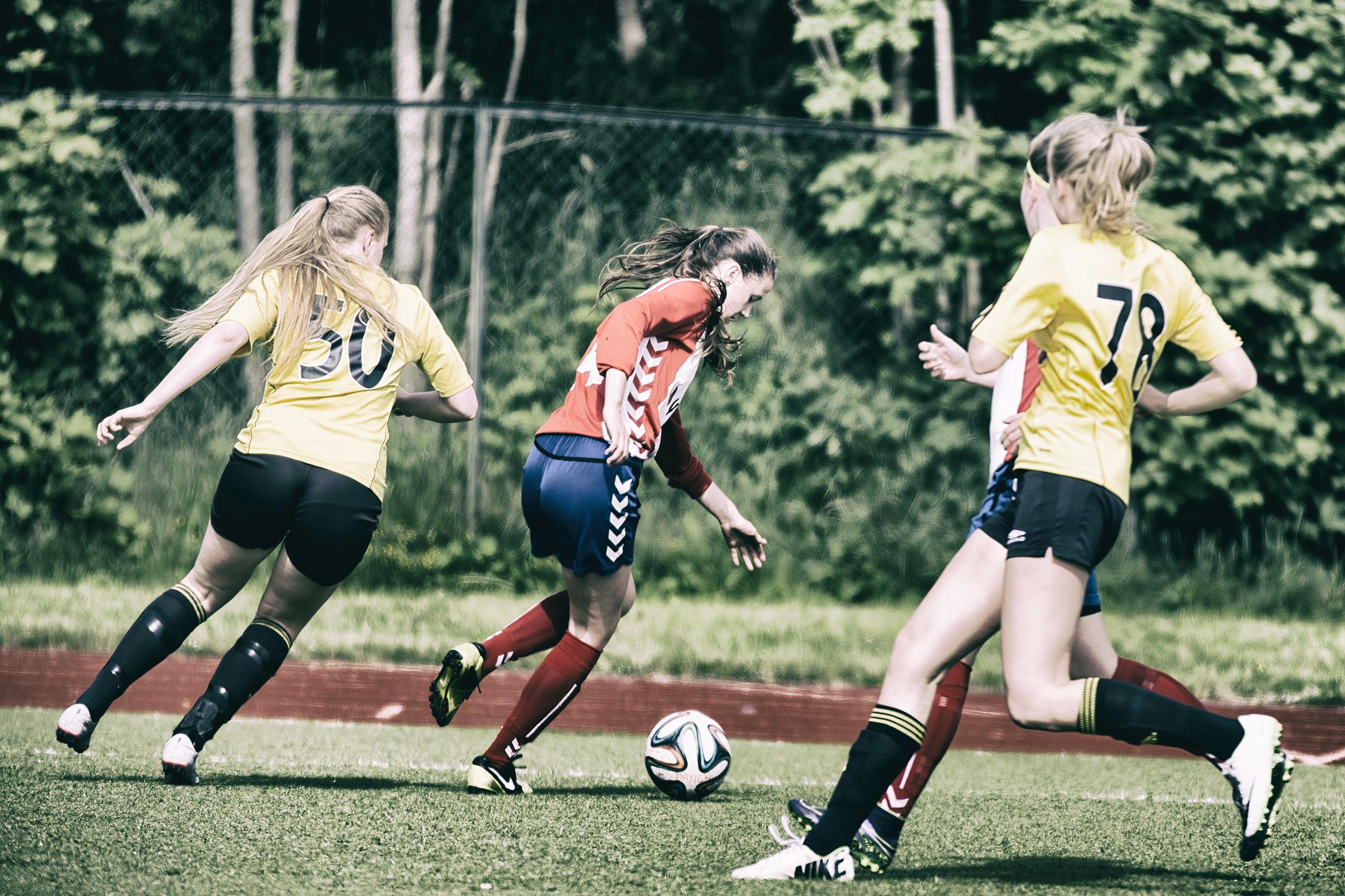 Maren vender bort motstander Foto: Gunhild Lien