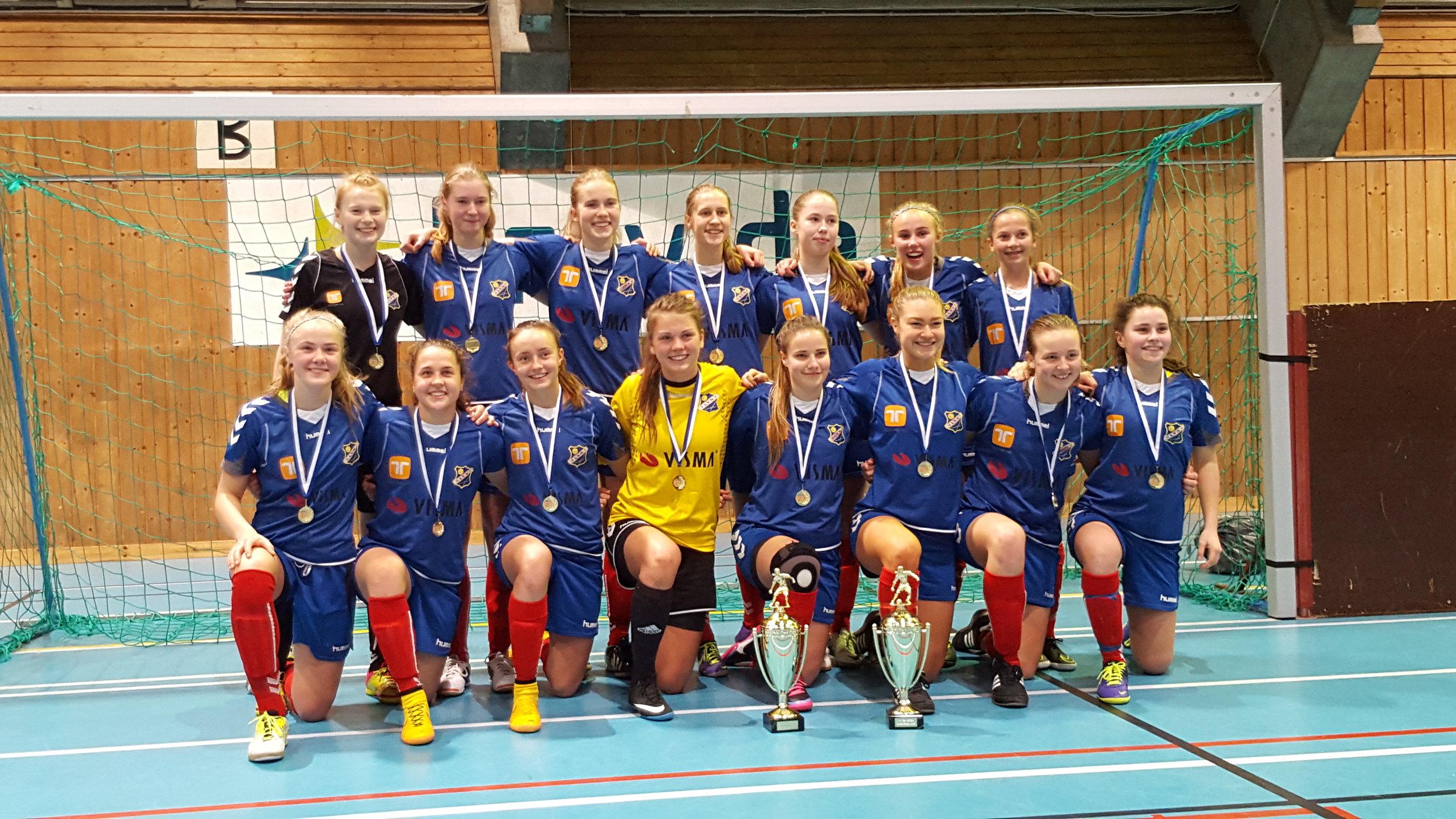 Lyn-jentene som vant i J16 og J19 klassene i 2016