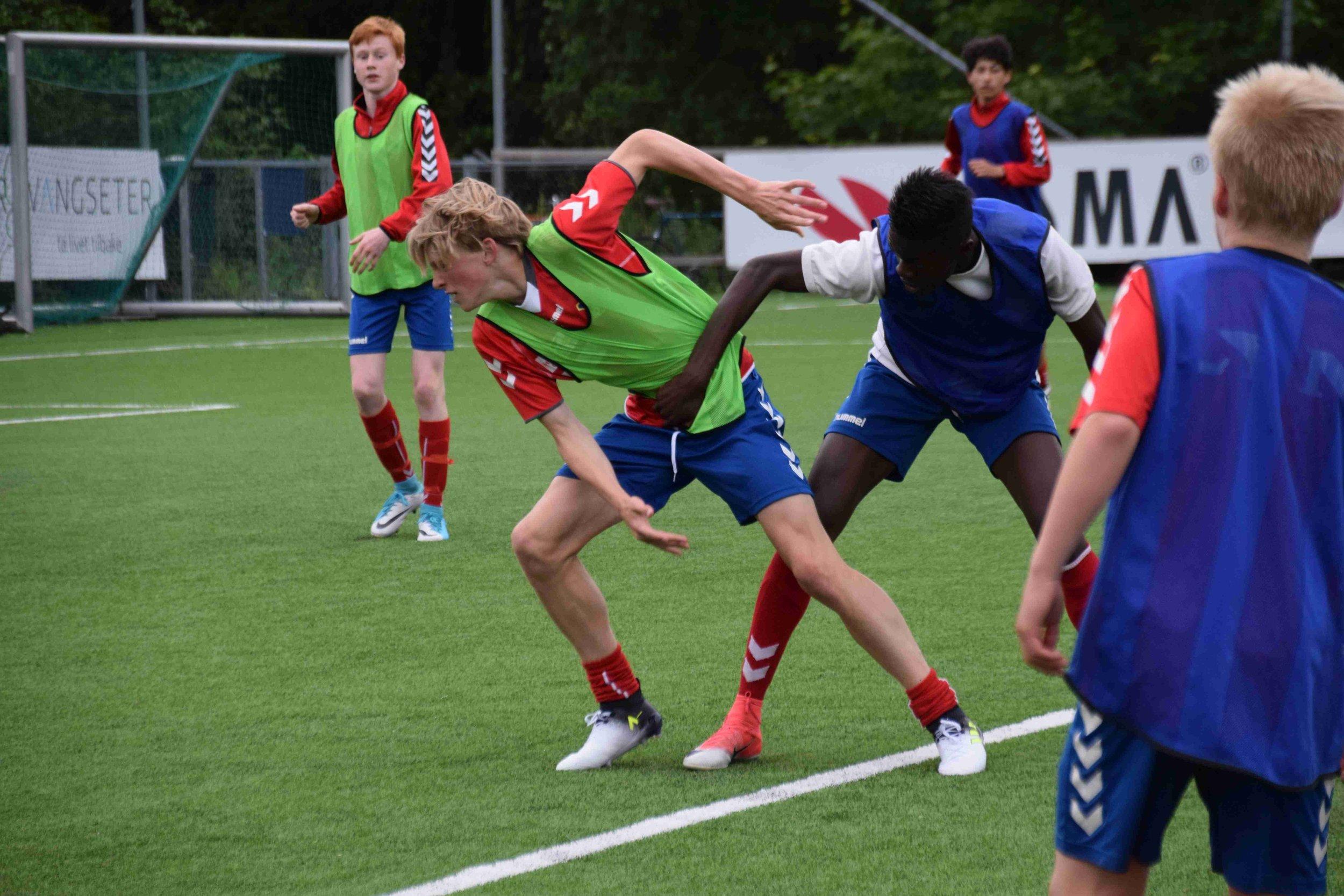 Klart for tøffe dueller når Oppsal står for tur. Her fra trening litt tidligere i år.