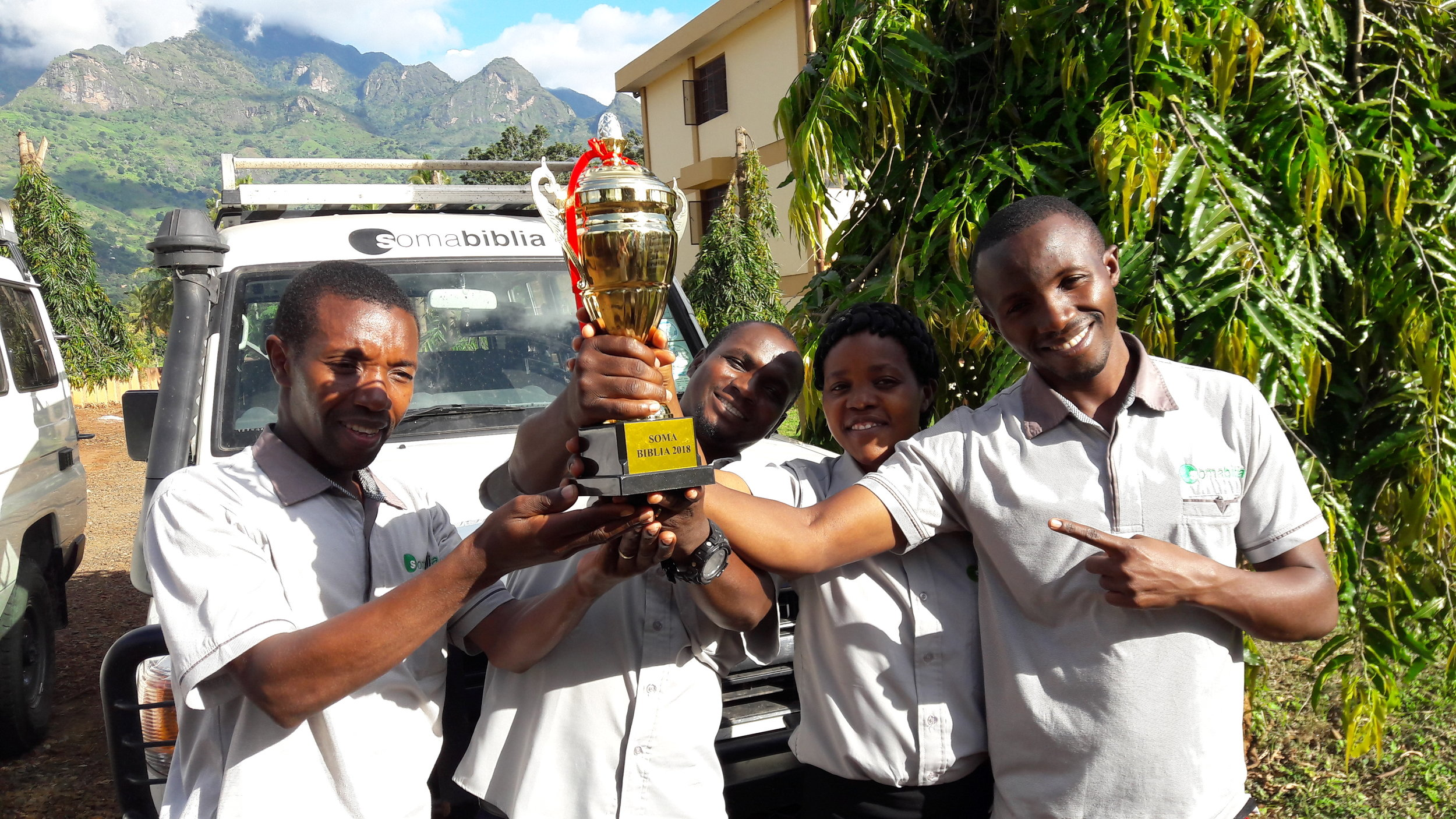 The workers at Soma Biblia Mwanza took the victory and the Soma Biblia cup home!