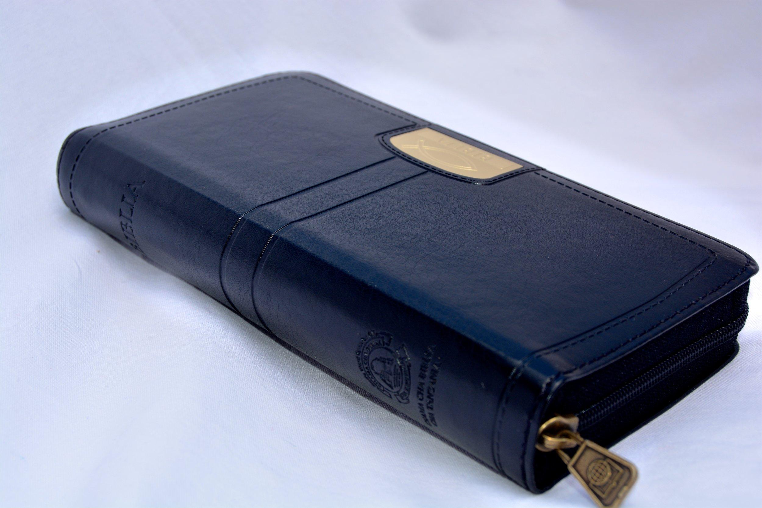 Biblia 032 zip black side.jpg