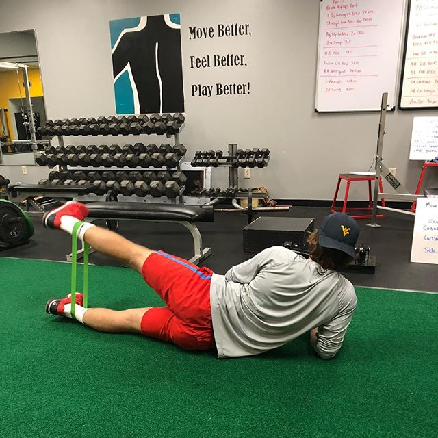 Hump daaaaay! Here's a simple exercise to activate your glutes. Side lying ABduction. #posteriorchain #strengthandconditioning #hockeyplayers #athelte #humpday🐫 #glutes