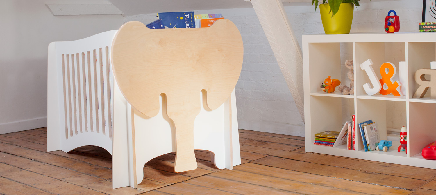 Jumbo, the cot's curvy lines and fun features!