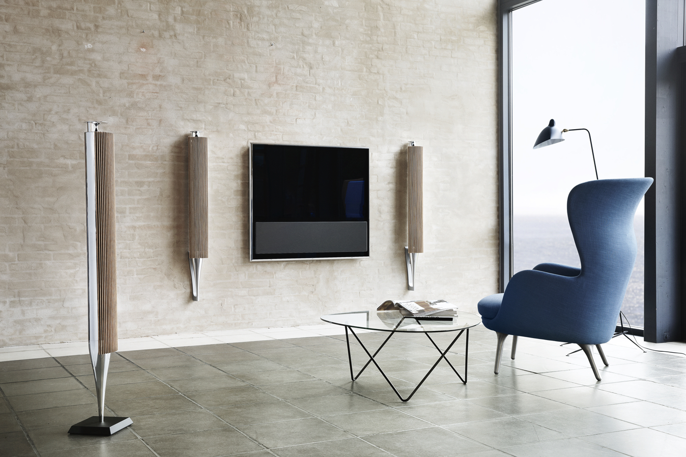 illustration of the wisa concept with a wisa enabled Tv directly transmitting sound in HD audio quality to a surround speaker set - photograph courtesy of B&o