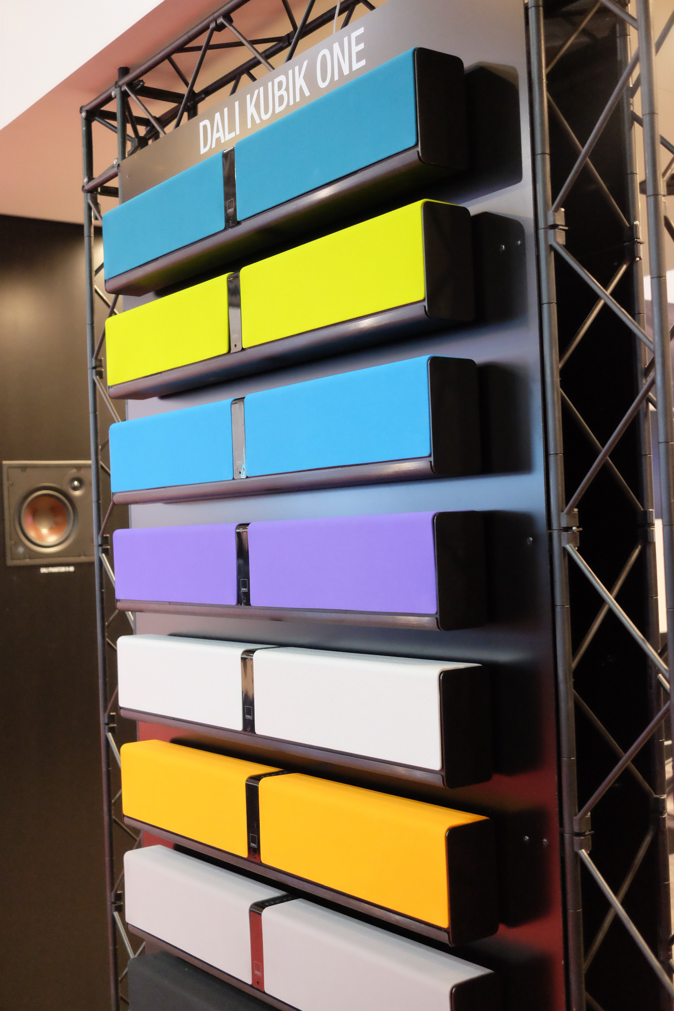 Dali Kubik One colour palette - Photograph Philippe Regnier