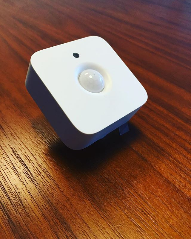 So tiny! #philipshue #sensor Cool directional magnetic mounting system for easy installation. #homeautomation #connected #lighting