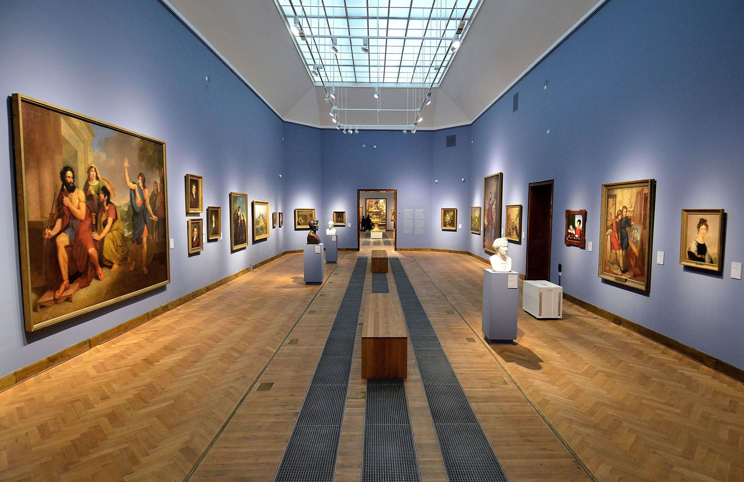 Accent lighting in museums (Narodowe Warsaw) - Photograph wikipedia