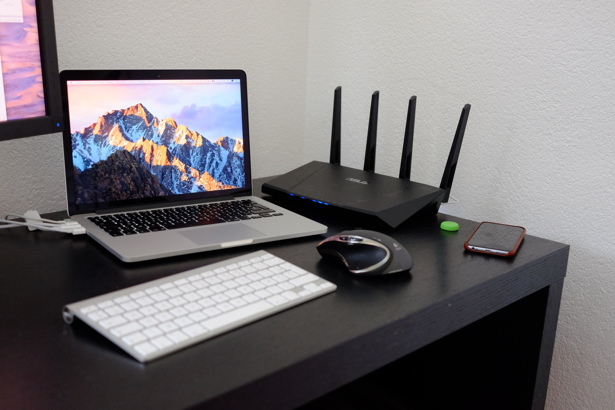 The sci-fi design of Asus routers is way too geeky to my taste - Photograph Philippe Regnier