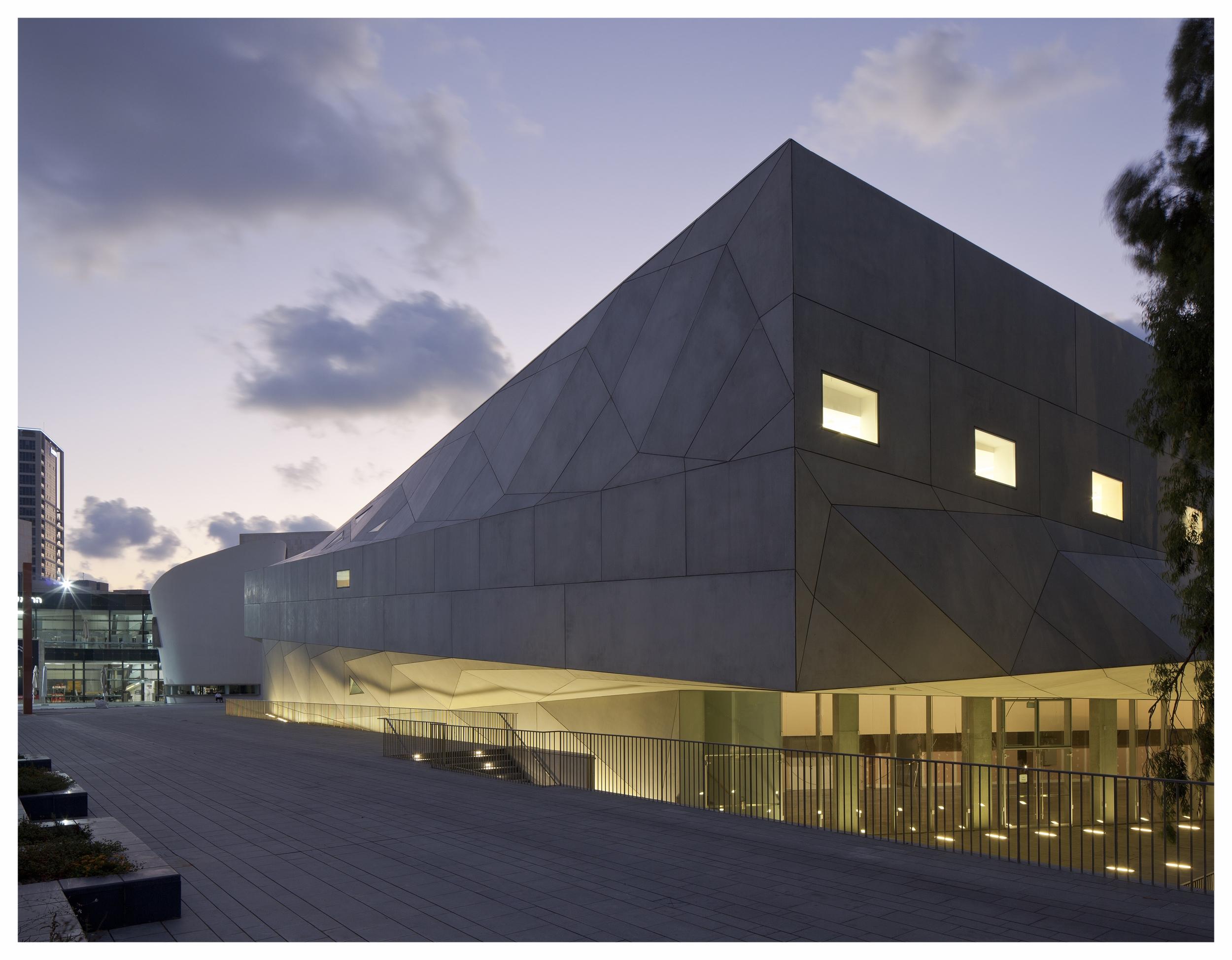AMIT_GERON_TLV_MUSEUM_051.jpg