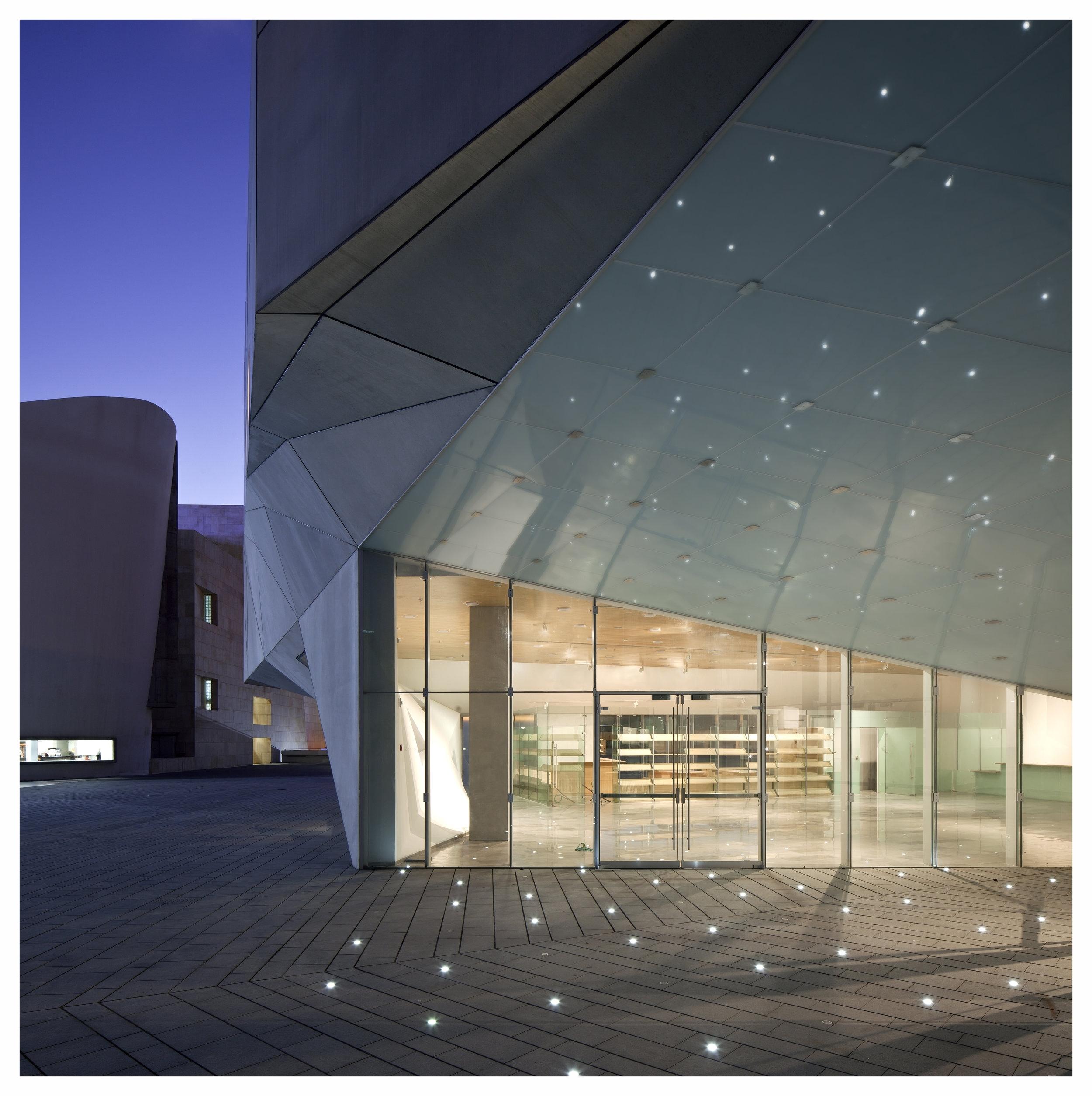 AMIT_GERON_TLV_MUSEUM_061_updated.jpg