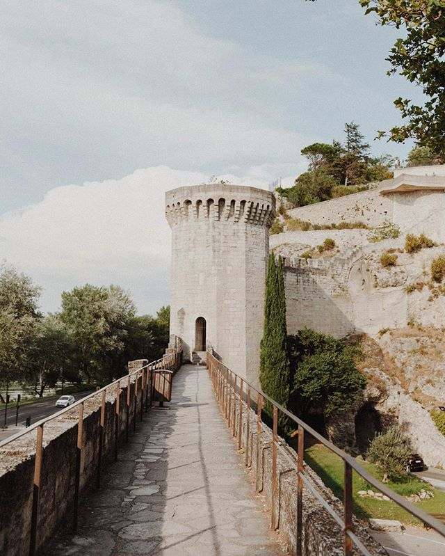 WHO ELSE IS EXCITED FOR GAME OF THRONES?! I'm contemplating restarting the whole series so that I remember everything when the final season comes out. 🤔🧝🏼♀️🐉 • • • • • #avignon #pontdavignon #topfrancephoto #europevacations #francevacations #holidayinfrance #europestyle_ #map_of_europe #europetravel #europe_vacation #europetravels