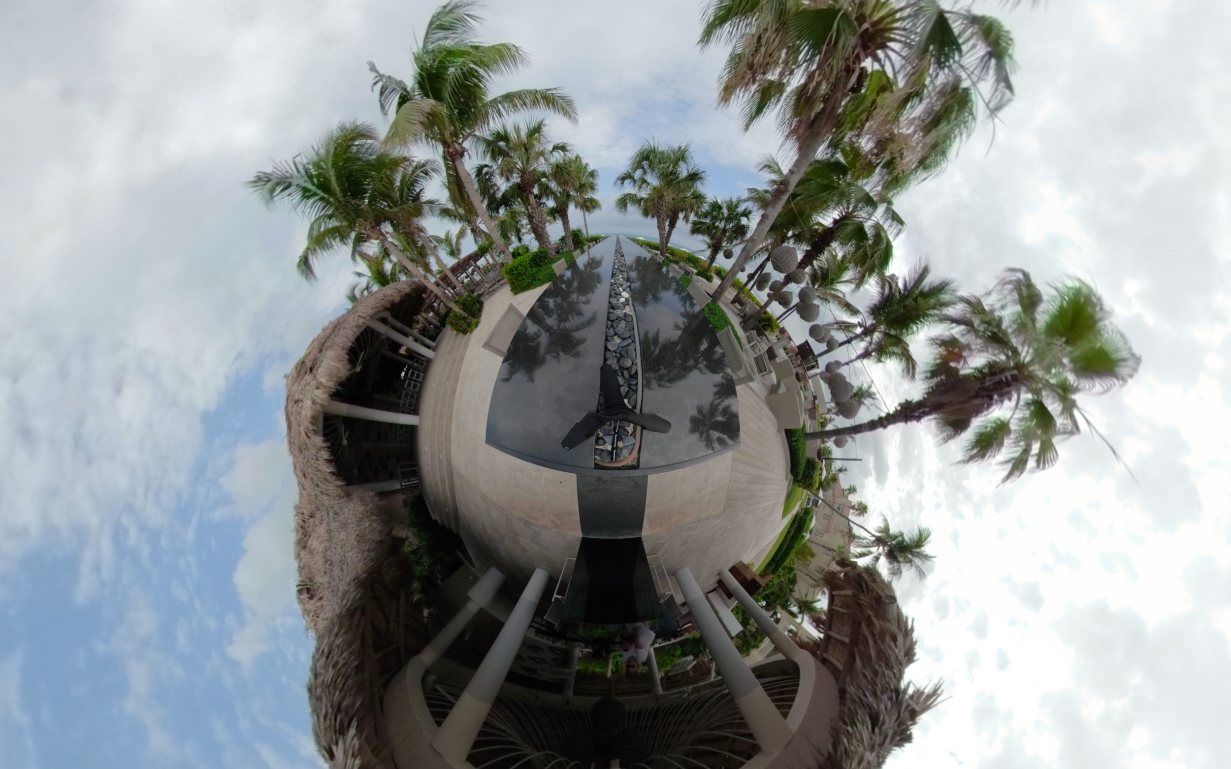Grace Bay, Longest Bar in Caribbean - Click for VR 360