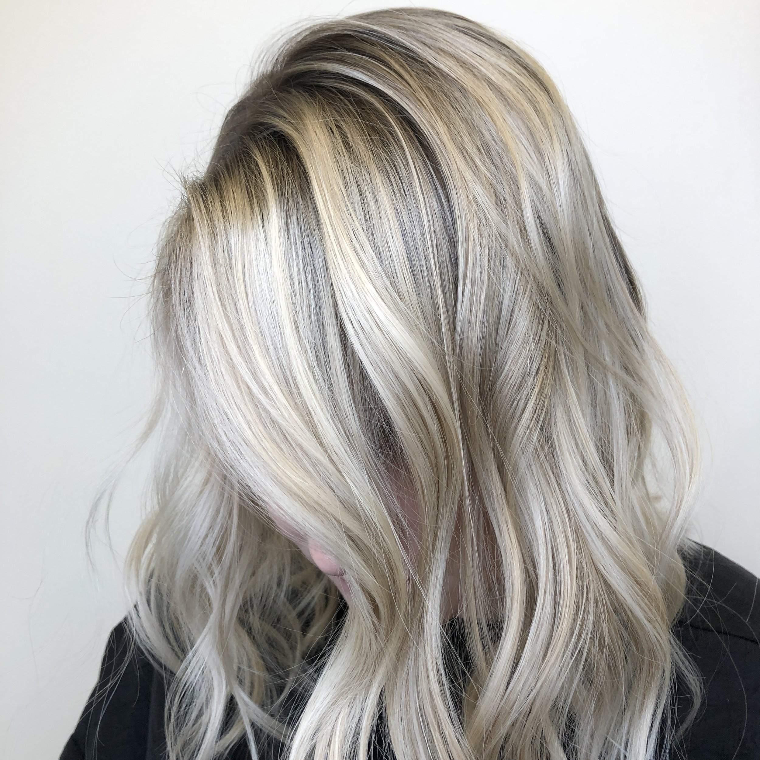 Contrasting Roots - Are you looking for a very low maintenance color? Well you're in luck. This lived in, carefree color is perfect for less trips to the salon. Adding a subtly darker glaze to your root after lightening your hair will give you a rooted look when you leave the salon. As your hair grows out and your root glaze fades,your regrowth will blend in perfectly giving you the same look for weeks.