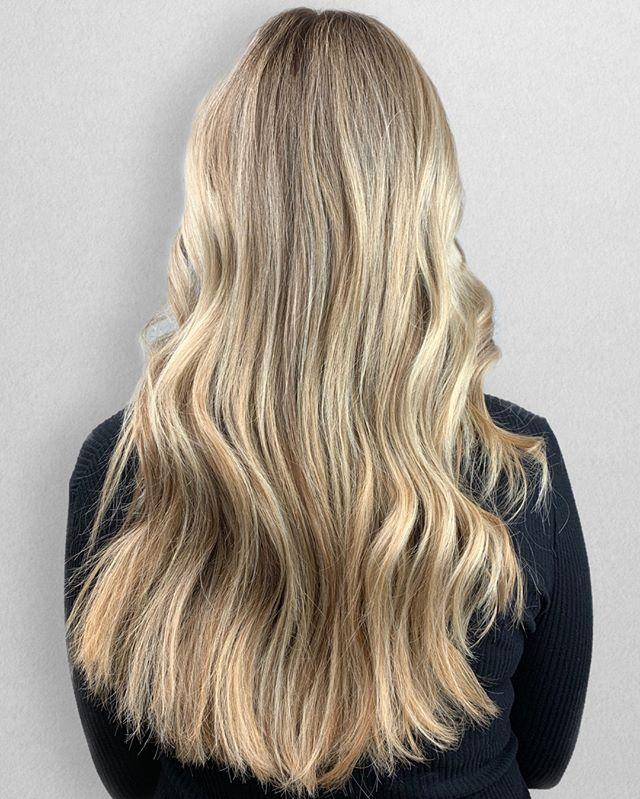 BLONDILocks 💁🏼♀️⠀⠀⠀⠀⠀⠀⠀⠀⠀ •⠀⠀⠀⠀⠀⠀⠀⠀⠀ •⠀⠀⠀⠀⠀⠀⠀⠀⠀ •⠀⠀⠀⠀⠀⠀⠀⠀⠀ 📍= @thesalonbeau ➡️ For Appointments : Call or Book Online. Phone number and link in bio! ⠀⠀⠀⠀⠀⠀⠀⠀⠀ •⠀⠀⠀⠀⠀⠀⠀⠀⠀ •⠀⠀⠀⠀⠀⠀⠀⠀⠀ •⠀⠀⠀⠀⠀⠀⠀⠀⠀ #seanmichaelhair #beautylaunchpad #behindthechair #americansalon #btcfirstfeature #hairlove #distinctlynorthshore #mastersofbalayage #bestofbalayage #thesalonbeau #licensedtocreate #ittakesapro #modernsalon #blondebalayage #balayage #andoversalon #hairphotography #citiesbesthairartists #bostonma #bestofboston #bestofnorthshore #hairpictures #productclub @productclub #oliviagardenint #getintheclub #hairoftheday #scagree #oliviagarden #hairinspo #haireducation