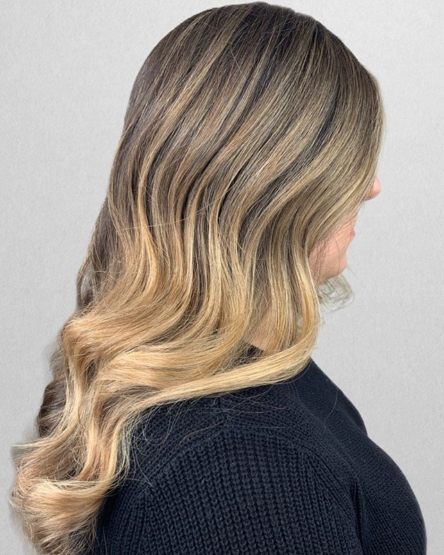 B L E N D E D⠀⠀⠀⠀⠀⠀⠀⠀⠀ •⠀⠀⠀⠀⠀⠀⠀⠀⠀ FOR CLIENTS :⠀⠀⠀⠀⠀⠀⠀⠀⠀ My client came in ready to brighten up for her wedding coming up this summer. We decided on babylights to bring the color up, while doing balayage on the ends for more of a bold statement.⠀⠀⠀⠀⠀⠀⠀⠀⠀ .⠀⠀⠀⠀⠀⠀⠀⠀⠀⠀⠀⠀⠀⠀⠀⠀⠀⠀⠀⠀⠀⠀⠀⠀⠀⠀⠀ ___________________________⠀⠀⠀⠀⠀⠀⠀⠀⠀ ⠀⠀⠀⠀⠀⠀⠀⠀⠀ FOR STYLIST :⠀⠀⠀⠀⠀⠀⠀⠀⠀ Technique : babylights & balayage⠀⠀⠀⠀⠀⠀⠀⠀⠀ Formula : @joico Verolight / 30vol & FreePlay / 30vol ⠀⠀⠀⠀⠀⠀⠀⠀⠀ Glaze : @redken 8N8GI8V⠀⠀⠀⠀⠀⠀⠀⠀⠀ •⠀⠀⠀⠀⠀⠀⠀⠀⠀ •⠀⠀⠀⠀⠀⠀⠀⠀⠀ •⠀⠀⠀⠀⠀⠀⠀⠀⠀ Color + Cut + Style = @seanmichaelhair || 📍= @thesalonbeau ➡️ For Appointments : Call or Book Online. Phone number and link in bio! ⠀⠀⠀⠀⠀⠀⠀⠀⠀ •⠀⠀⠀⠀⠀⠀⠀⠀⠀ •⠀⠀⠀⠀⠀⠀⠀⠀⠀ •⠀⠀⠀⠀⠀⠀⠀⠀⠀ #seanmichaelhair #beautylaunchpad #behindthechair #americansalon #btcfirstfeature #hairlove #distinctlynorthshore #mastersofbalayage #bestofbalayage #thesalonbeau #licensedtocreate #ittakesapro #modernsalon #blondebalayage #balayage #andoversalon #hairphotography #citiesbesthairartists #bostonma #bestofboston #bestofnorthshore #hairpictures #productclub @productclub #hairlovr #getintheclub #hairoftheday #scagree #yeshairdotcom #hairinspo #haireducation