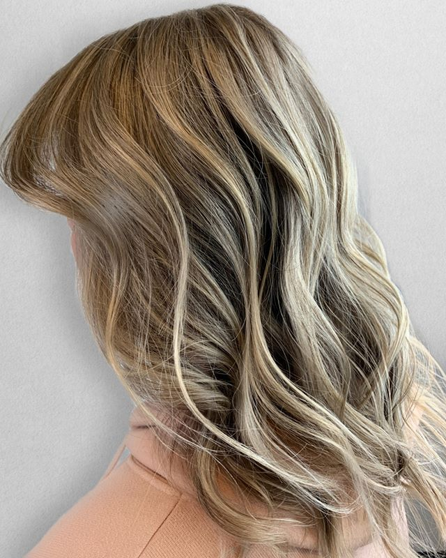 Stepping into the L I G H T.⠀⠀⠀⠀⠀⠀⠀⠀⠀ •⠀⠀⠀⠀⠀⠀⠀⠀⠀ FOR CLIENTS :⠀⠀⠀⠀⠀⠀⠀⠀⠀ My client has been rocking a rooted balayage for over a year and a half. We wanted to give her hair a break from all of the lightening. Well.. that ship has sailed. We are the road to lighter and brighter for summer! ⠀⠀⠀⠀⠀⠀⠀⠀⠀ .⠀⠀⠀⠀⠀⠀⠀⠀⠀⠀⠀⠀⠀⠀⠀⠀⠀⠀⠀⠀⠀⠀⠀⠀⠀⠀⠀ ___________________________⠀⠀⠀⠀⠀⠀⠀⠀⠀⠀⠀⠀⠀⠀⠀⠀⠀⠀⠀⠀⠀⠀⠀⠀⠀⠀⠀ .⠀⠀⠀⠀⠀⠀⠀⠀⠀⠀⠀⠀⠀⠀⠀⠀⠀⠀⠀⠀⠀⠀⠀⠀⠀⠀⠀ FOR STYLIST :⠀⠀⠀⠀⠀⠀⠀⠀⠀ Technique : babylights & balayage⠀⠀⠀⠀⠀⠀⠀⠀⠀ Formula : @joico Verolight / 30vol ⠀⠀⠀⠀⠀⠀⠀⠀⠀ Glaze : @redken 8N9V9GI⠀⠀⠀⠀⠀⠀⠀⠀⠀ •⠀⠀⠀⠀⠀⠀⠀⠀⠀ •⠀⠀⠀⠀⠀⠀⠀⠀⠀ •⠀⠀⠀⠀⠀⠀⠀⠀⠀ Color + Cut + Style = @seanmichaelhair || 📍= @thesalonbeau ➡️ For Appointments : Call or Book Online. Phone number and link in bio! ⠀⠀⠀⠀⠀⠀⠀⠀⠀ •⠀⠀⠀⠀⠀⠀⠀⠀⠀ •⠀⠀⠀⠀⠀⠀⠀⠀⠀ •⠀⠀⠀⠀⠀⠀⠀⠀⠀ #seanmichaelhair #beautylaunchpad #behindthechair #americansalon #btcfirstfeature #hairlove #distinctlynorthshore #mastersofbalayage #bestofbalayage #thesalonbeau #licensedtocreate #ittakesapro #modernsalon #blondebalayage #balayage #andoversalon #hairphotography #citiesbesthairartists #bostonma #bestofboston #bestofnorthshore #hairpictures #productclub @productclub #hairlovr #getintheclub #hairoftheday #scagree #yeshairdotcom #hairinspo #haireducation