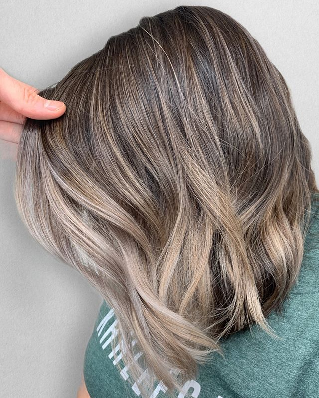 in L O V E with this color 😘⠀⠀⠀⠀⠀⠀⠀⠀⠀ ___________________________⠀⠀⠀⠀⠀⠀⠀⠀⠀⠀⠀⠀⠀⠀⠀⠀⠀⠀⠀⠀⠀⠀ FOR STYLIST :⠀⠀⠀⠀⠀⠀⠀⠀⠀ Technique : Teasylights⠀⠀⠀⠀⠀⠀⠀⠀⠀ Formula : @joico Verolight / 40vol⠀⠀⠀⠀⠀⠀⠀⠀⠀ Glaze : @redken 7P7VB7N⠀⠀⠀⠀⠀⠀⠀⠀⠀ •⠀⠀⠀⠀⠀⠀⠀⠀⠀ •⠀⠀⠀⠀⠀⠀⠀⠀⠀ •⠀⠀⠀⠀⠀⠀⠀⠀⠀ Color + Cut + Style = @seanmichaelhair || 📍= @thesalonbeau ➡️ For Appointments : Call or Book Online. Phone number and link in bio! ⠀⠀⠀⠀⠀⠀⠀⠀⠀ •⠀⠀⠀⠀⠀⠀⠀⠀⠀ •⠀⠀⠀⠀⠀⠀⠀⠀⠀ •⠀⠀⠀⠀⠀⠀⠀⠀⠀ #seanmichaelhair #beautylaunchpad #behindthechair #americansalon #btcfirstfeature #hairlove #distinctlynorthshore #mastersofbalayage #bestofbalayage #thesalonbeau #licensedtocreate #ittakesapro #modernsalon #blondebalayage #balayage #andoversalon #hairphotography #citiesbesthairartists #bostonma #bestofboston #bestofnorthshore #hairpictures #productclub @productclub #hairlovr #getintheclub #hairoftheday #scagree #yeshairdotcom #hairinspo #haireducation