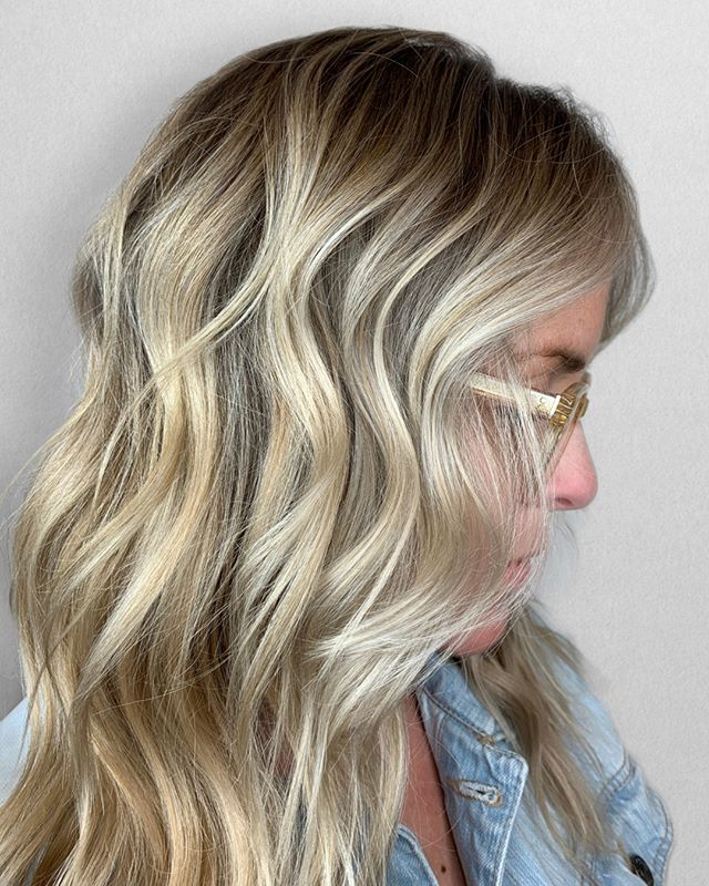 DEPTH is I M P O R T A N T 👌🏼 even in the Spring/Summer!⠀⠀⠀⠀⠀⠀⠀⠀⠀ •⠀⠀⠀⠀⠀⠀⠀⠀⠀ •⠀⠀⠀⠀⠀⠀⠀⠀⠀ •⠀⠀⠀⠀⠀⠀⠀⠀⠀ 📍= @thesalonbeau ➡️ For Appointments : Call or Book Online. Phone number and link in bio! ⠀⠀⠀⠀⠀⠀⠀⠀⠀ •⠀⠀⠀⠀⠀⠀⠀⠀⠀ •⠀⠀⠀⠀⠀⠀⠀⠀⠀ •⠀⠀⠀⠀⠀⠀⠀⠀⠀ #seanmichaelhair #beautylaunchpad #behindthechair #americansalon #btcfirstfeature #hairlove #distinctlynorthshore #mastersofbalayage #bestofbalayage #thesalonbeau #licensedtocreate #ittakesapro #modernsalon #blondebalayage #balayage #andoversalon #hairphotography #citiesbesthairartists #bostonma #bestofboston #bestofnorthshore #hairpictures #productclub @productclub #oliviagardenint #getintheclub #hairoftheday #scagree #oliviagarden #hairinspo #haireducation