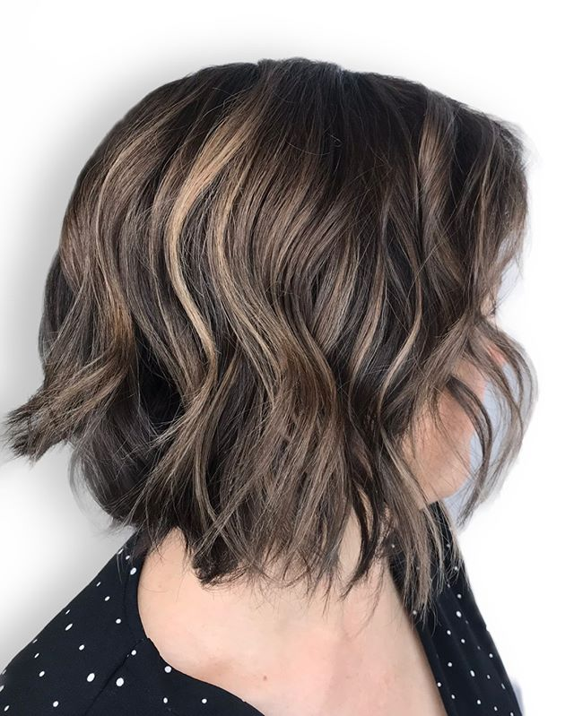 balayage PEEK-A-BOO'S to start the summer lightening process ☀️ ⠀⠀⠀⠀⠀⠀⠀⠀⠀ .⠀⠀⠀⠀⠀⠀⠀⠀⠀ Ps we think bobs have more fun! 😏😂⠀⠀⠀⠀⠀⠀⠀⠀⠀ •⠀⠀⠀⠀⠀⠀⠀⠀⠀ •⠀⠀⠀⠀⠀⠀⠀⠀⠀ •⠀⠀⠀⠀⠀⠀⠀⠀⠀ •⠀⠀⠀⠀⠀⠀⠀⠀⠀ •⠀⠀⠀⠀⠀⠀⠀⠀⠀ Color + Cut + Style = Amelia || 📍= @thesalonbeau ➡️ For Appointments : Call, Book Online or Through Our App. Phone number and link in bio! ⠀⠀⠀⠀⠀⠀⠀⠀⠀ •⠀⠀⠀⠀⠀⠀⠀⠀⠀ •⠀⠀⠀⠀⠀⠀⠀⠀⠀ •⠀⠀⠀⠀⠀⠀⠀⠀⠀ •⠀⠀⠀⠀⠀⠀⠀⠀⠀ •⠀⠀⠀⠀⠀⠀⠀⠀⠀ #modernsalon #americansalon #creatingconfidence #balayageandpainted #balayageartists #northshorema #distinctlynorthshore #hairjoi #thesalonbeau #10000orbust #bostonhair #bostonhairstylist #andover #andoverma #andoversalon #citiesbesthairartists #bostonma #bestofboston #bestofnorthshore #mobspotlight #tewksbury #northandover #haverhillma #methuen