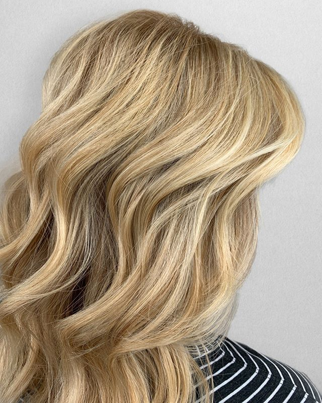 G O L D E N girl 👧🏼 ⠀⠀⠀⠀⠀⠀⠀⠀⠀ •⠀⠀⠀⠀⠀⠀⠀⠀⠀ •⠀⠀⠀⠀⠀⠀⠀⠀⠀ •⠀⠀⠀⠀⠀⠀⠀⠀⠀ 📍= @thesalonbeau ➡️ For Appointments : Call or Book Online. Phone number and link in bio! ⠀⠀⠀⠀⠀⠀⠀⠀⠀ •⠀⠀⠀⠀⠀⠀⠀⠀⠀ •⠀⠀⠀⠀⠀⠀⠀⠀⠀ •⠀⠀⠀⠀⠀⠀⠀⠀⠀ #seanmichaelhair #beautylaunchpad #behindthechair #americansalon #btcfirstfeature #hairlove #distinctlynorthshore #mastersofbalayage #bestofbalayage #thesalonbeau #licensedtocreate #ittakesapro #modernsalon #blondebalayage #balayage #andoversalon #hairphotography #citiesbesthairartists #bostonma #bestofboston #bestofnorthshore #hairpictures #productclub @productclub #oliviagardenint #getintheclub #hairoftheday #scagree #oliviagarden #hairinspo #haireducation