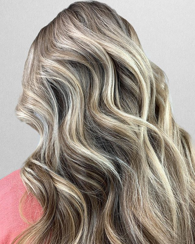 S U M M E R LIGHTS 💡 . My client comes in every 6-8 weeks for half balayage! We usually do teasylights for the fall / winter and babaylights + open hair panels for spring / summer. I'm obsessed how these summer lights play with the other tones in the hair. So natural and beautiful 😍 •⠀⠀⠀⠀⠀⠀⠀⠀⠀ •⠀⠀⠀⠀⠀⠀⠀⠀⠀ Lightener __ @joico Blonde Life / 30vol⠀⠀⠀ Bond Repair __ @joico⠀⠀⠀⠀⠀⠀⠀⠀⠀ Glaze __ @redken 9n9v⠀⠀⠀⠀⠀⠀⠀⠀⠀ Product __ @colorwowhair Tools __@productclub @oliviagardenint⠀⠀⠀⠀⠀⠀⠀⠀⠀ •⠀⠀⠀⠀⠀⠀⠀⠀⠀ •⠀⠀⠀⠀⠀⠀⠀⠀⠀ Color + Cut + Style = @seanmichaelhair || 📍= @thesalonbeau ➡️ For Appointments : Call or Book Online. Phone number and link in bio!