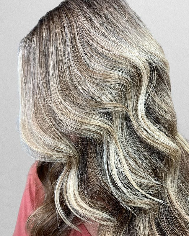BABYlights + Balayage + Root Tap = PERFECTION . How do you take your blonde? 😂 . Customizing each person's color is something that I don't take lightly. Everyone that sits in my chair has a different technique and formula customized to their specific goal! . Want something no one else has? I am now booking appointments in October, November and December. Very limited spots - book now! •⠀⠀⠀⠀⠀⠀⠀⠀⠀ •⠀⠀⠀⠀⠀⠀⠀⠀⠀ Color + Cut + Style = @seanmichaelhair || 📍= @thesalonbeau ➡️ For Appointments : Call or Book Online. Phone number and link in bio!